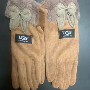 NWOT UGG Tan Fleece Gloves